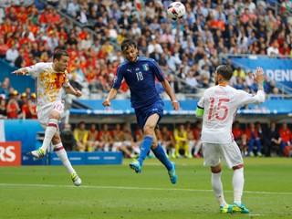 Obhajcovia zo Španielska končia už v osemfinále, s Talianmi prehrali 0:2