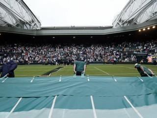 Program Wimbledonu komplikuje dážď