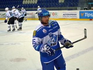 Suchý sa vrátil na ľad, Paločko dáva góly