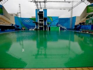 V olympijských bazénoch už nebude zelená voda. Organizátori ju vymenia