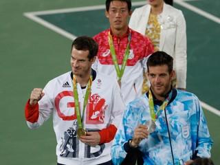 Zápas trval štyri hodiny. Murray ako prvý tenista obhájil zlatú olympijskú medailu