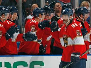 Jágr sa opäť zapísal do histórie NHL, Budaj prispel k výhre