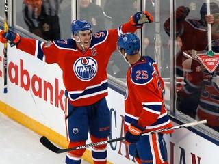 Najhorší tím minulej sezóny NHL má skvelú formu a vedie celú súťaž