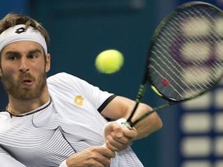 Gombos prehral v osemfinále dvojhry v Budapešti, nedarilo sa ani Zelenayovi