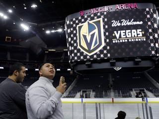 Jeho hráči budú zlatými rytiermi. Nový klub NHL predstavil svoje logo i farby