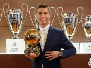 Zlatú loptu získal Ronaldo, najlepším hráčom sveta je štvrtý raz