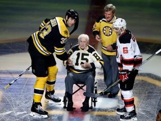 Patril k legendám NHL, bojoval v druhej svetovej vojne. Zomrel Milt Schmidt