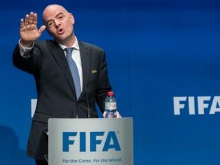Šéf FIFA Infantino sa zastal iránskych fanúšičiek futbalu
