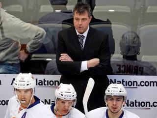 Bol trénerom klubu takmer sedem rokov. New York Islanders prepustil Capuana