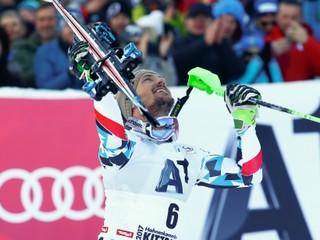 Z deviateho miesta na prvé. Slalom v Kitzbüheli vyhral Hirscher