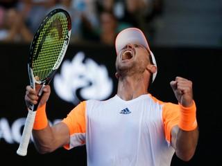 Hrával turnaje v dierach, jedol fastfoody. Teraz senzačne vyzve Federera