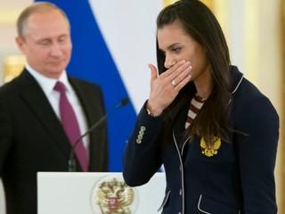 Reaguje na informátorov. Ruský šport bol, je a bude čistý, tvrdí Isinbajevová