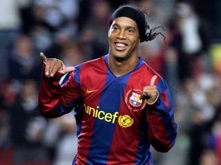 Legendárny Ronaldinho sa stal ambasádorom Barcelony