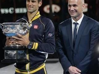 Djokovič bude mať na Roland Garros nového trénera, povedie ho Agassi