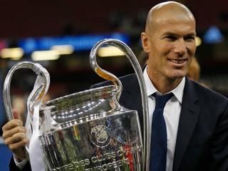 Zidane sa definitívne vrátil do Realu Madrid, na poste trénera vymenil Solariho