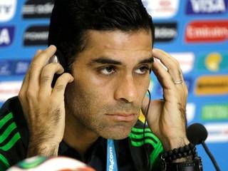Hrával za Barcelonu, je kapitán Mexika. Márquez má údajne väzby s drogovým kartelom