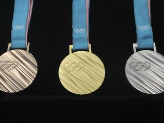 Šancu budú mať aj Slováci. Predstavili medaily pre ZOH 2018