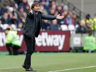 Conte už nie je trénerom londýnskej Chelsea, má ho nahradiť Sarri