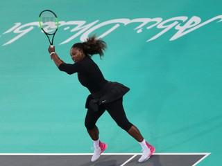 Serena Williamsová odohrala prvý zápas od pôrodu. Mladej Ostapenkovej podľahla