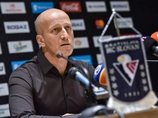 Slovan dlhuje hráčom výplaty za štyri mesiace, v KHL chce hrať aj v budúcej sezóne