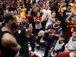 LeBron James podpísal zmluvu s LA Lakers, v Clevelande vyradia jeho dres