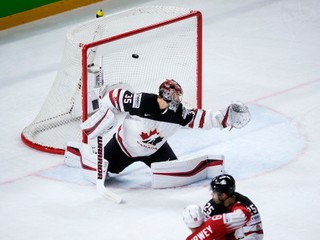 Švajčiari porazili aj Kanadu a senzačne postúpili do finále MS