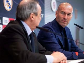 Zidane vraj dostal od šéfa Realu ponuku na návrat, chce však silnejšie slovo