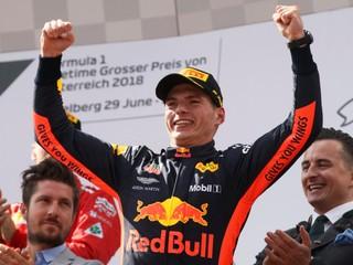 Verstappen ovládol Veľkú cenu Rakúska, Mercedesy nedokončili