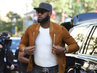 LeBron je oficiálne hráčom LA Lakers, klub chce naňho nalákať ďalšie hviezdy