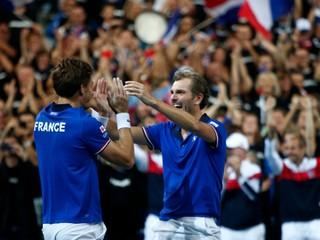 Francúzi sú prvými finalistami Davisovho pohára, USA zdramatizovali druhé semifinále