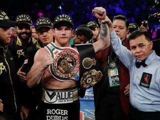 Dominoval od prvej sekundy. Alvarez obhájil tituly majstra sveta WBA a WBC