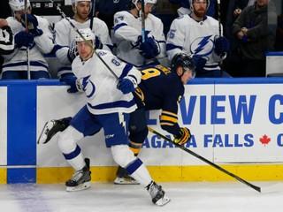 Chára asistoval, Černák bol najvyťaženejším hráčom lídra NHL