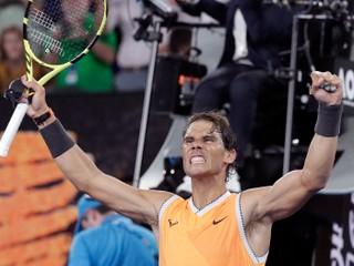 Nadal potvrdil rolu favorita a presvedčivo postúpil do finále