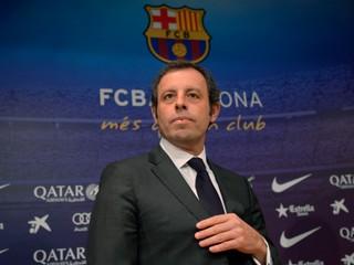 Ex-prezident Barcelony skončil v putách. Hrozí mu jedenásť rokov za mrežami
