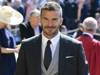 Beckham sa priznal, že telefonoval za volantom. Hrozí mu pokuta