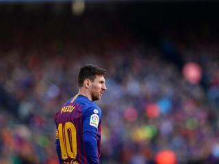 Fanúšik sa chcel pobiť s Messim. Futbalistu odviedla ochranka