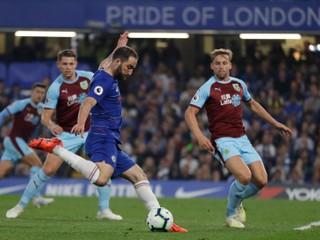 Divoký úvod zápasu priniesol štyri góly za štvrť hodinu, Burnley uhralo remízu s Chelsea