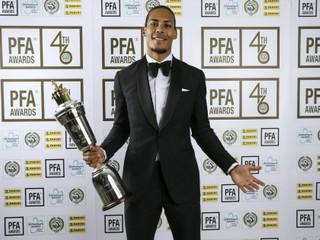 Van Dijka vyhlásili za najlepšieho hráča v Premier League, novinári hlasovali za Sterlinga