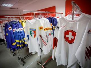 Šatňu Čechov zdobí plagát Jágra. Ako to vyzerá na štadióne v Bratislave