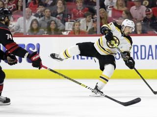 Boston nedal Caroline šancu ani vo štvrtom zápase a postúpil do finále NHL