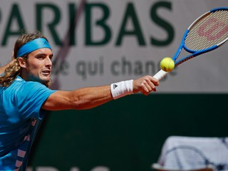 Tsitsipas postúpil do osemfinále Roland Garros a opäť prepísal grécke štatistiky