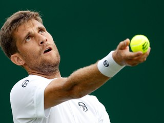 Kližan skončil vo Wimbledone už v prvom kole, nestačil na Chardyho