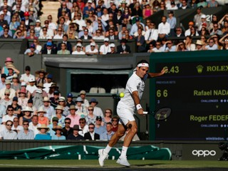 Federer porazil Nadala v semifinále Wimbledonu a vyzve Djokoviča