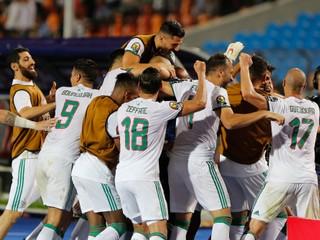 Alžírsko gólom z 95. minúty vyradilo Nigériu a zahrá si vo finále Afrického pohára národov