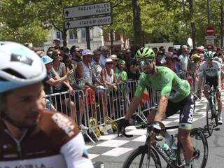Sagan opäť zabával fanúšikov. Na Tourmalete zdvihol predné koleso