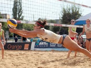 O titul v plážovom volejbale zabojuje viacero párov z východu