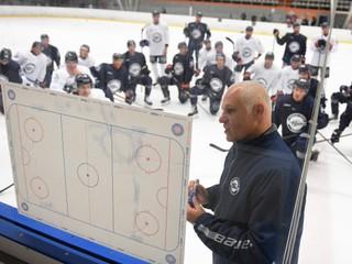 Košickí hokejisti vykorčuľovali na ľad aj s Majdanom