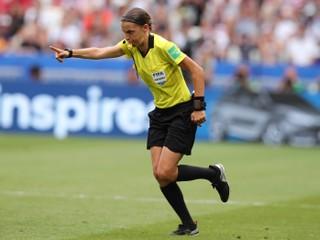 Pri jej debute sledovali každý pohyb. Francúzka sa zapíše do histórie futbalu