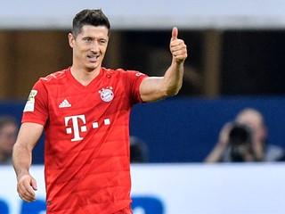 Lewandowski pokoril Schalke tromi gólmi, Bénes odohral za Mönchengladbach celý duel