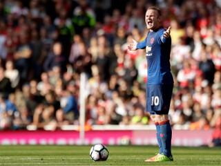 Rooney dostal po červenej karte dodatočný dištanc od disciplinárnej komisie